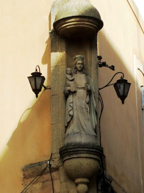 Statue in Aix